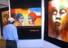 جانب من معرض لوحات الفنانة التشكيلية الموريتانية آمي صو بالمعهد الفرنسي في موريتانيا (السراج)