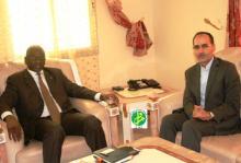 وزير التعليم العالي الموريتاني سيدي ولد سالم رفقة القائم بالأعمال في السفارة الإيرانية عين الله سوري (وم أ)
