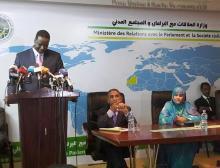 وزير البيئة الموريتانية يتحدث في المؤتمر الصحفي بوزارة الإعلام