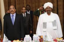 الرئيس محمد ولد عبد العزيز رفقة الرئيس السوداني حسن عمر البشير في حفل عشاء بالخرطوم (أرشيف - وم أ)