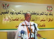 الشاعر أحمد دولة محمد الأمين وهو يلقي قصيدته بعنوان مهبط النور (السراج)