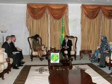 جانب من اللقاء الذي جمع بين أفراد البعثة الحكومة الأمريكية ورئيس موريتانيا محمد ولد عبد العزيز (وم أ)