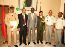 وزير الدفاع الموريتاني رفقة الملحقين العسكريين المغربي والأردني والأمين العام للوزارة وعدد من المسؤولين العسكريين (وم أ)