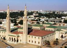 """جانب من العاصمة الموريتانية نواكشوط - يظهر في الصورة المسجد الجامع """"السعودي"""""""