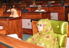 وزيرة الثقافة والصناعة التقليدية هندو بنت عينينا في البرلمان أثناء المصادقة على القانون الذي ينص على اتفاقية تعاون موريتاني قطري بمجال الثقافة (وم أ)