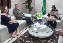 جانب من لقاء وزيرة الشؤون الخارجية والتعاون فاطمة فال أصوينع بالسفير الأمريكي في نواكشوط لاري أندري (وم أ)