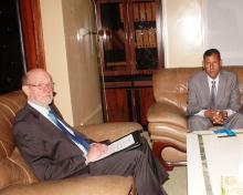 جانب من لقاء وزير الصحة الموريتاني والسفير الجنوب إفريقي (وأم)