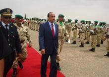 الرئيس الموريتاني محمد ولد عبد العزيز خلال زيارة سابقة  لولاية تيرس الزمور شمال موريتانيا (أرشيف)
