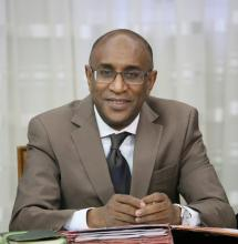 لبروفسير كان بوبكر: وزير الصحة الموريتاني.
