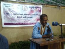 الشاعر التقي ولد الشيخ أثناء مشاركته في الندوة