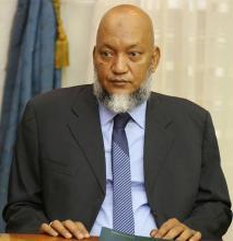 سيدنا عالي ولد محمد خونه: وزير الوظيفة العمومية والعمل والتشغيل وعصرنة الإدارة.