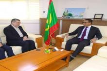 وزير النفط والطاقة والمعادن محمد عبد الفتاح والسفير الإيراني بنواكشوط محمد عمراني.
