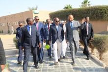 الرئيس محمد ولد عبد العزيز لدى زيارته للمركز الاستشفائي للتخصصات الطبية في نواكشوط.