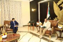 الرئيس السوداني عمر البشير والناطق الرسمي باسم الحكومة الموريتانية سيدي محمد ولد محم