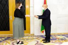 الدبلوماسية الكندية استوارت نيل لدى تقديمها للرئيس أوراق اعتمادها سفيرة بنواكشوط