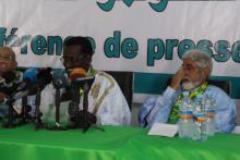 محمد ولد محمد امبارك خلال قراءة البيان
