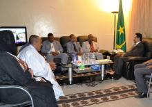 جانب من لقاء وزير العلاقات بالبرلمان محمد الأمين ولد الشيخ بوفد  منظمة الدعوة الإسلامية (وم أ)