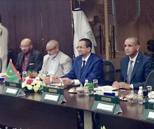 الوزير خلال توقيع الاتفاق