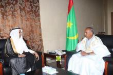 رئيس البرلمان الشيخ ولد بايه والسفير السعودي مزاع بن ضاوي لمطيري.