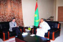 رئيس الجمعية الوطنية الشيخ ولد بايه خلال مباحثاته مع السفير الصيني بنواكشوط زهانغ جيانغو.