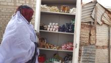 تعاونية نسوية تختزلفي خزانة تضم أسهم لـ 20 إمرأة من نساء حي الترحيل (تصوير ـ السراج)