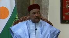 محمدو إسوفو: رئيس النيجر والرئيس الدوري لمجموعة دول الساحل الخمس.