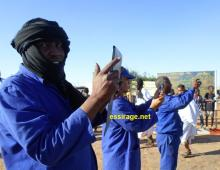 مصورون من بين العمال قرروا نقل الصورة بعدستهم ونشرها لكي تسلم من أي تشويه أو تأويل (السراج)
