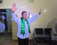المنجوب العمالي محمد ولد آبيلي وهو يخرج من قاعة المفاوضات التي جرت بينه ومبعوثين من الرئيس الموريتاني لحل أزمة عمال اسنيم (السراج)