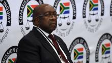 نهلا نهلا نيني وزير مالية جنوب إفريقيا المستقيل.