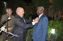 """الوزير مع وزير الاقتصاد والسفير الفرنسيين """" إرشيف"""""""