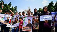 """غزيون يحتفلون بإنهاء المعتقل """"كايد"""" إضرابه عن الطعام"""