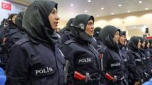 تركيا تسمح للشرطيات ارتداء الحجاب فوق الزي الرسمي