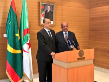 وزير الخارجية الموريتاني اسماعيل ولد الشيخ أحمد ونظيره الجزائري عبد القادر مساهل.