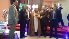 لحظة تكريم الشيخ الددو من طرف الوزير والوالي