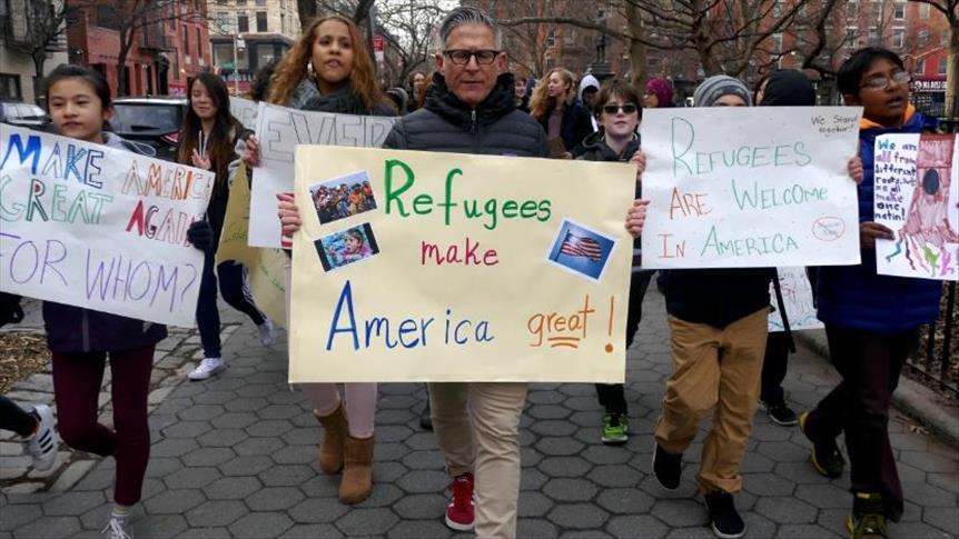 طلاب في المرحلة الإعدادية بمدينة نيويورك خلال تضامنهم مع زملائهم المسلمين وأسرهم